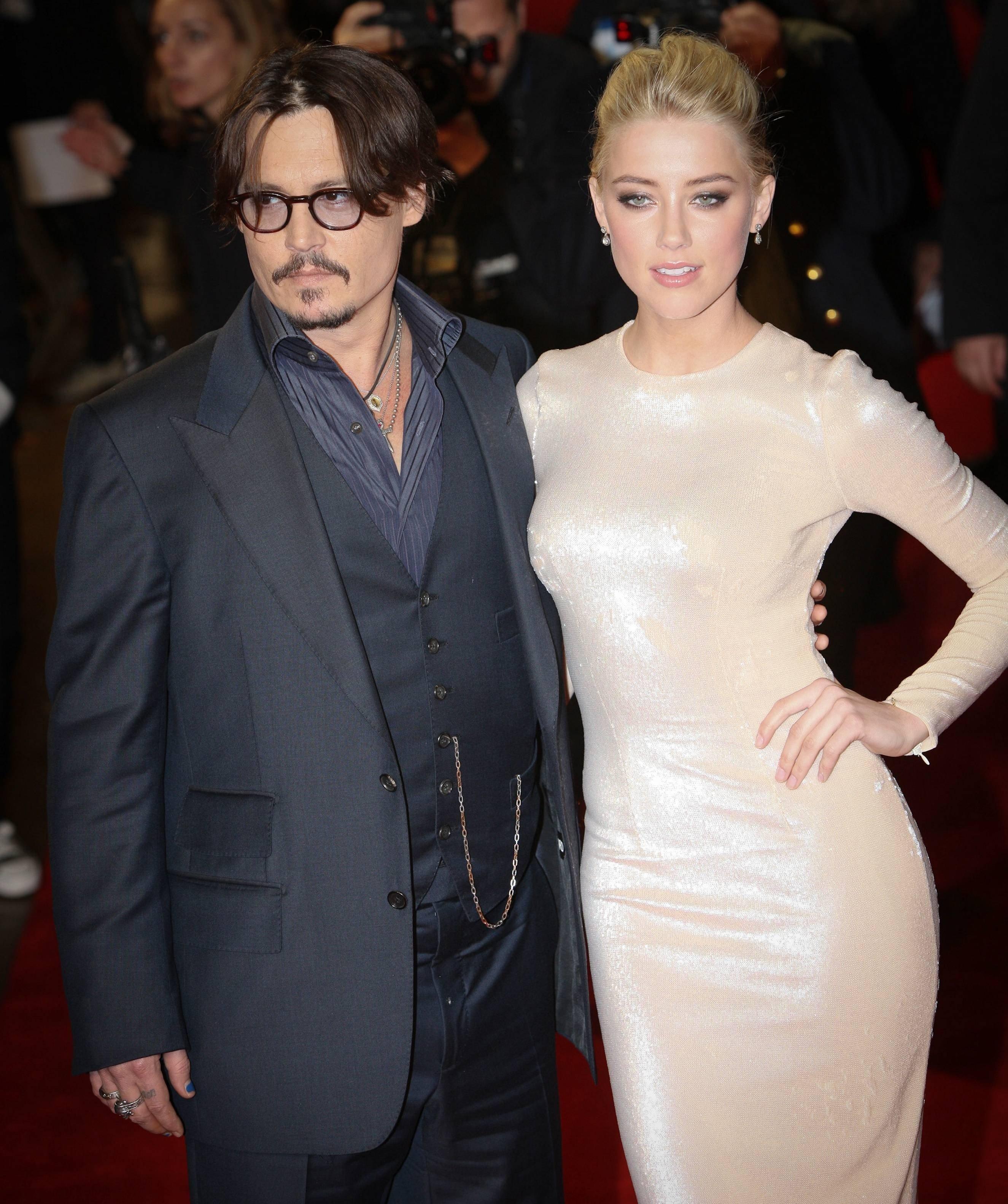 Jhonny Depp se compromete con la actriz Amber Heard
