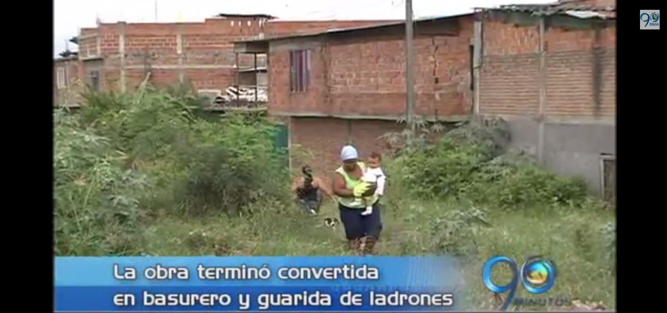 Comunidad del barrio Las Orquideas protestan por obra abandonada