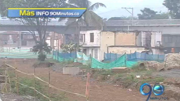 Vecinos protestan por el estado de las obras de la estación Julio Rincón