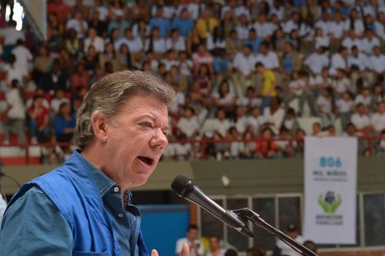 """Santos: """"Ofensiva militar continuará hasta que se firme la paz"""""""