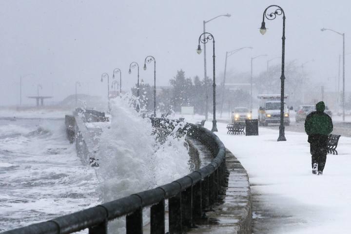 Tormenta helada avanza con fuerza al este y sur de Estados Unidos
