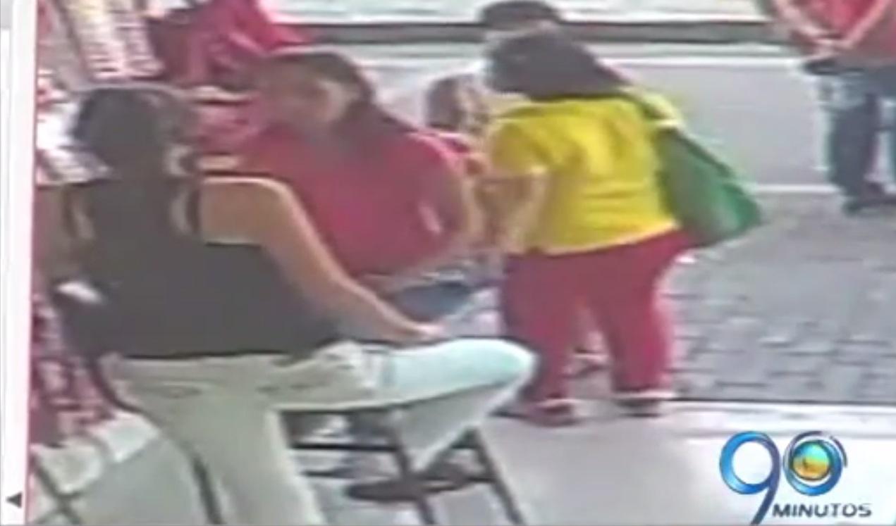 En video registran robo en almacén del centro de Cali
