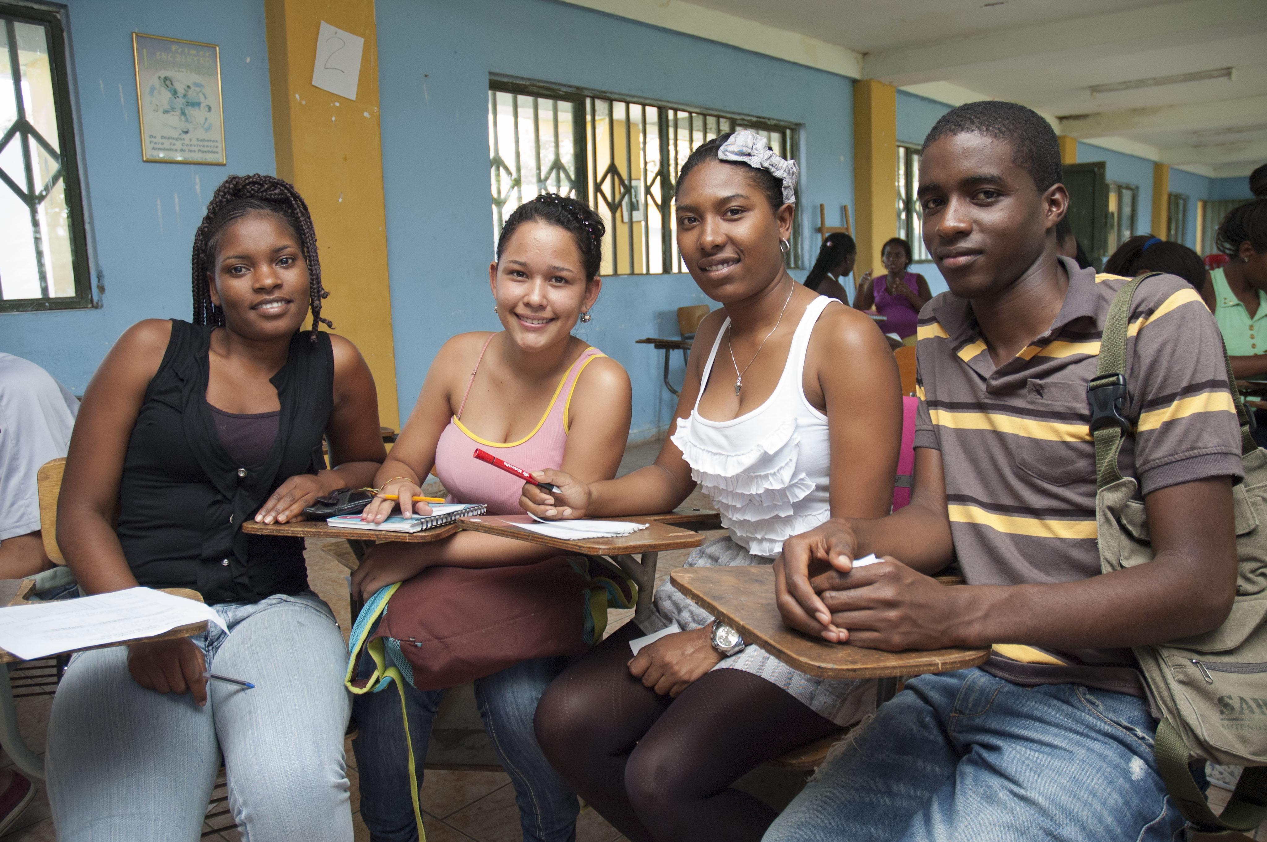 Jóvenes utilizan la radio como herramienta de inclusión social
