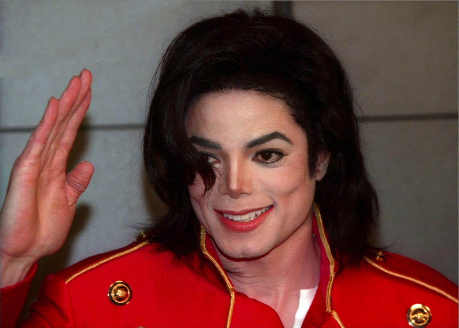 Familiares de Michael Jackson deben asumir sus deudas
