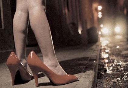 Condenan mujer que prostituía a sus hijas