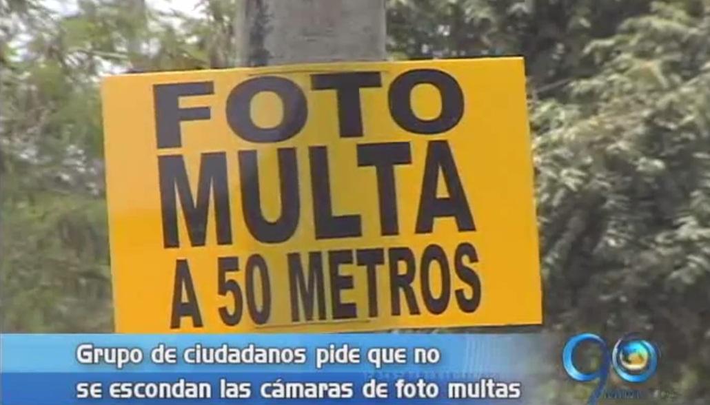 Ciudadanos instalan avisos informando ubicación de fotomultas