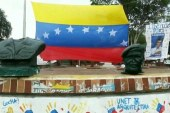 Decapitan estatua de Hugo Chávez en estado fronterizo con Colombia