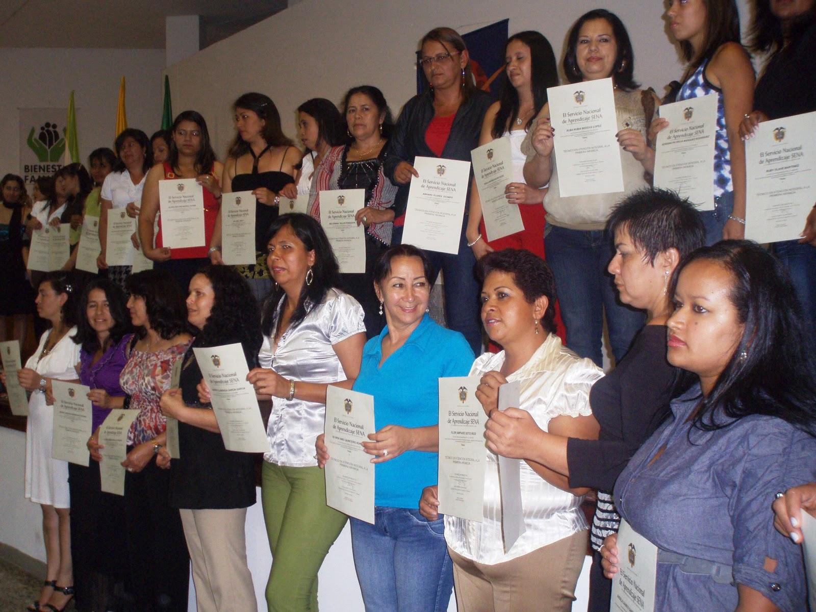 950 madres comunitarias culminaron diplomado del ICBF