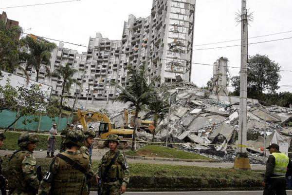 Confirman implosión de la torre 5 de Space en Medellín