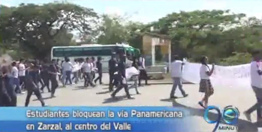 Estudiantes de Zarzal protestaron por nueva rectora