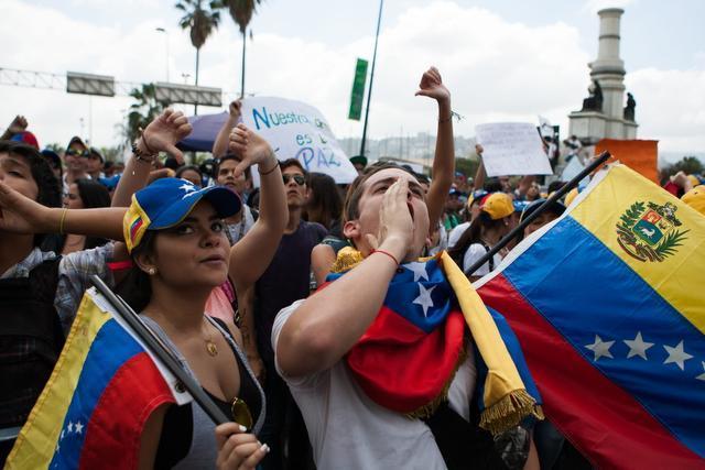Estudiantes realizan nueva marcha contra el gobierno de Nicolás Maduro