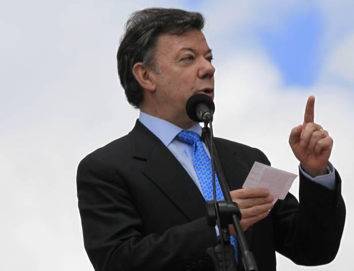 Santos dio nueve días para tener resultados sobre 'chuzadas'