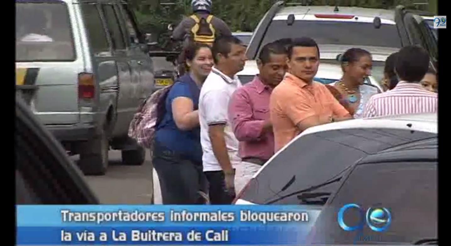 Transportadores informales alzan bloqueo en La Buitrera