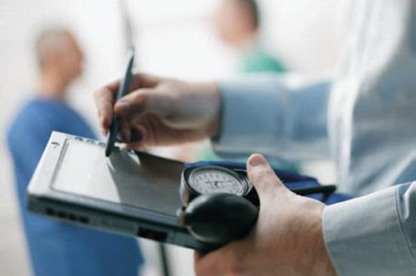 La Fiscalía investiga varias EPS por corrupción en el sector salud