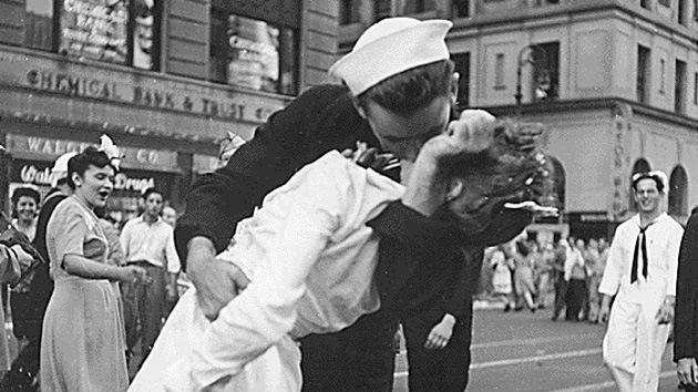 Murió el marinero de la foto icónica de la II Guerra Mundial
