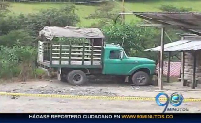 Detonan camión con explosivos en la vía Cauca, Huila