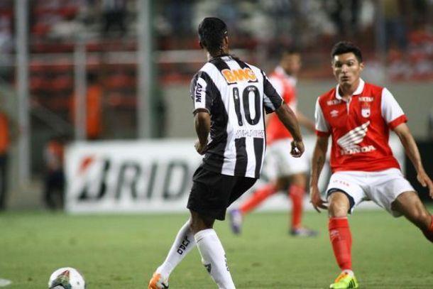 El Mineiro de Ronaldinho empató con Santa fe y lo complica
