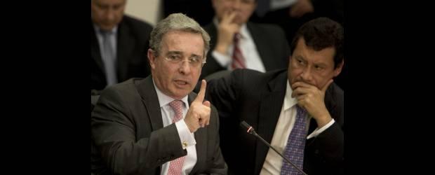 """Uribe no tiene pruebas, tiene """"información muy importante"""": Lombana"""