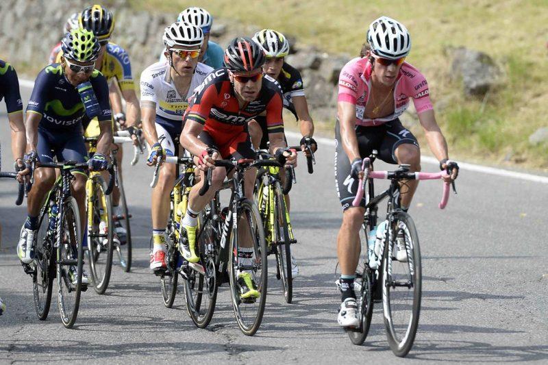 Rigoberto Urán sigue líder del Giro de Italia y aleja a sus rivales