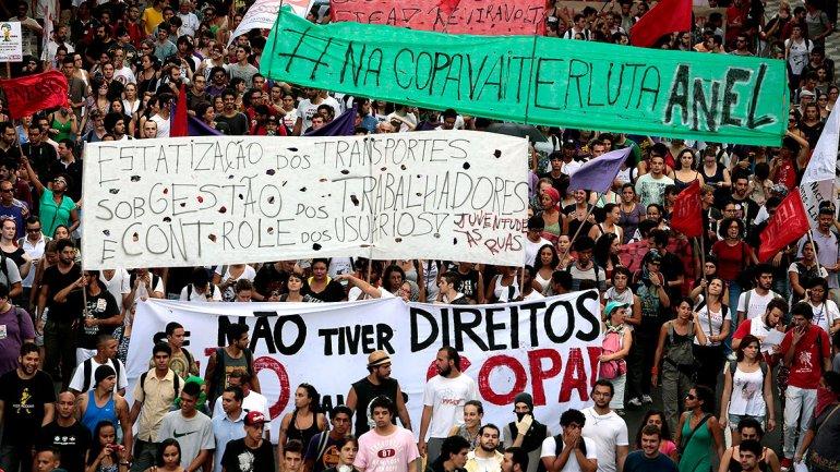 La selección brasileña inicia preparación con protestas de hinchas