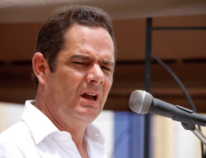 Vargas Lleras pide a Uribe presentar pruebas antes de la segunda vuelta