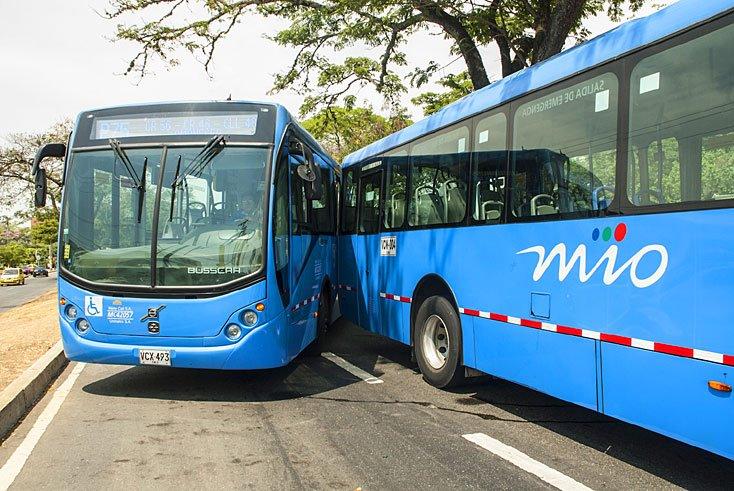 19 personas heridas deja choque entre dos buses del MÍO