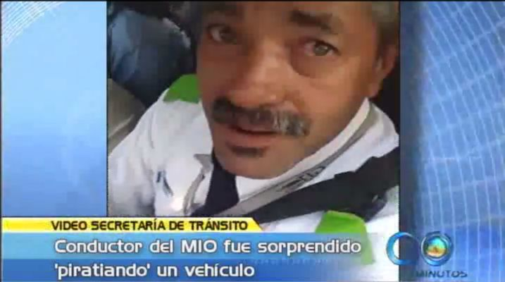 Sorprenden a conductor del MÍO conduciendo carro 'pirata'