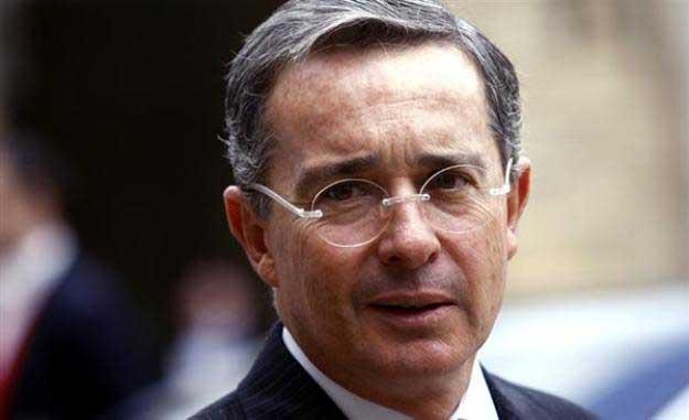 Uribe admite que no tiene información contra el presidente