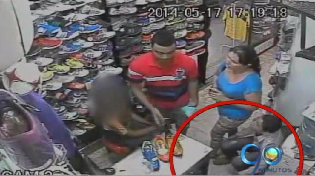 Descubren mujer que utiliza menores para robar en locales comerciales