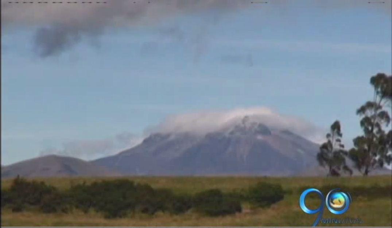 Autoridades preparan evacuación de habitantes vecinos del Volcán Chiles en Nariño