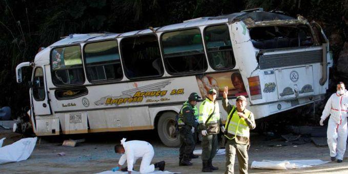 Seis muertos tras caída de un bus a un abismo en Risaralda