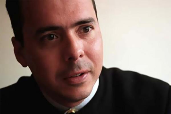 Renuncia JJ Rendón a campaña reeleccionista de Santos