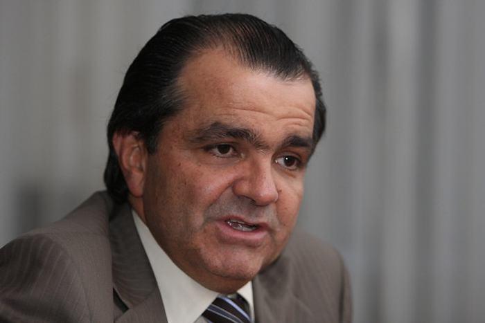 Óscar Iván Zuluaga dice que no renunciará a su candidatura