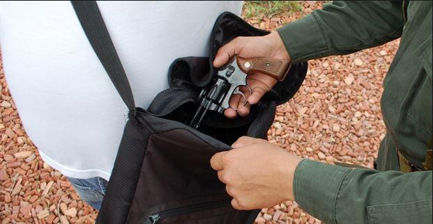 Anuncian restricción en el porte de armas en Valle y Cauca