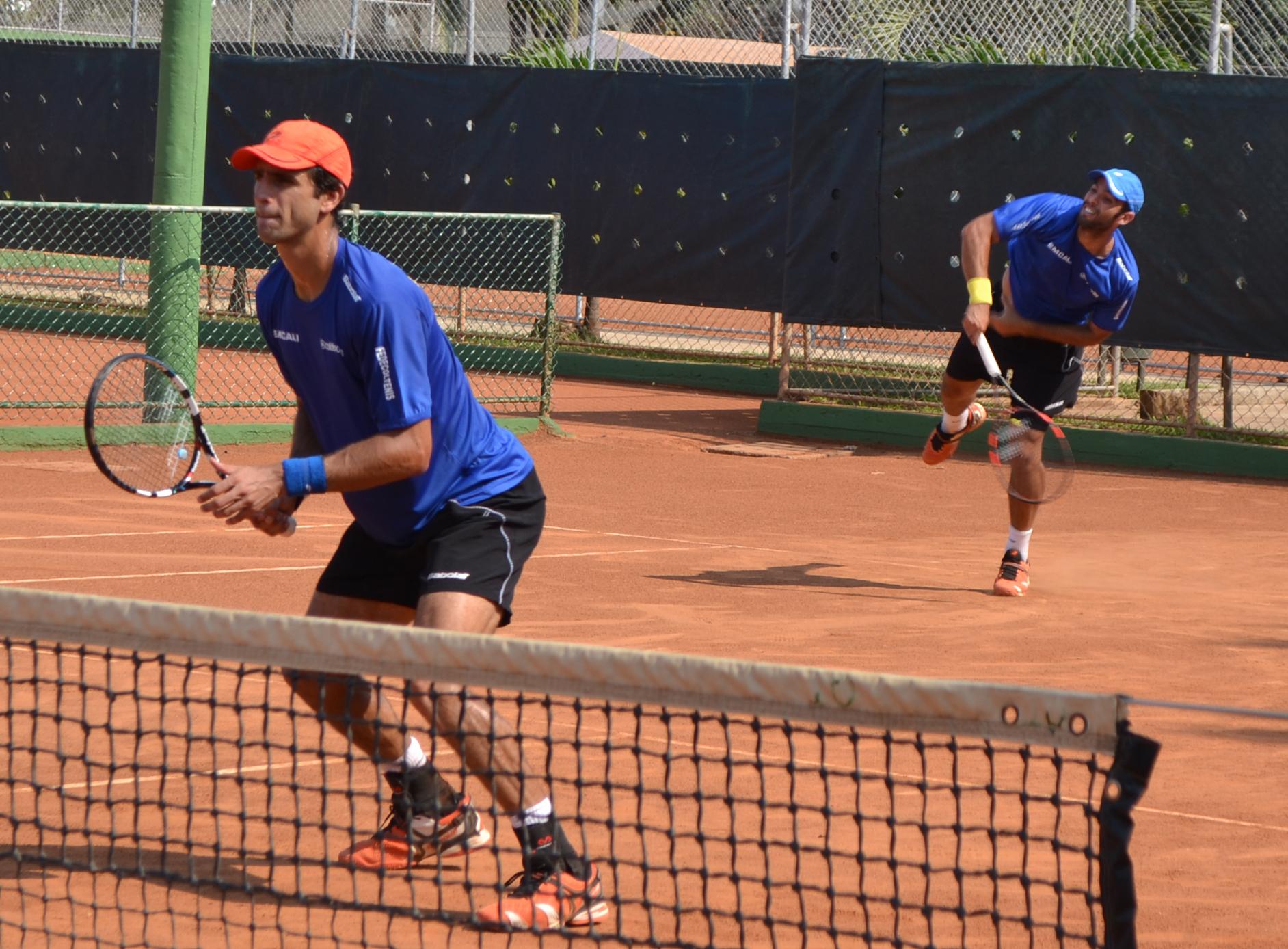 Cabal y Farah, eliminados de Roland Garros en primera ronda