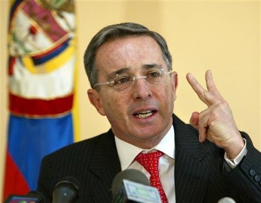 Fiscal y vicefiscal deben declararse impedidos: Uribe