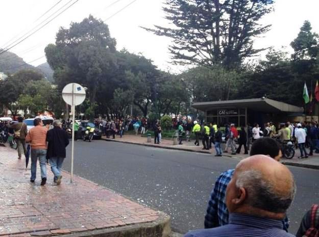 Realizan marcha por la paz tras petardo en Bogotá