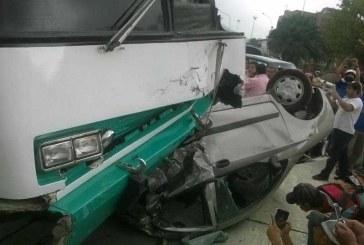 Bus sin frenos ocasionó accidente sobre la Calle 5