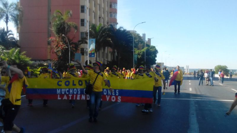 Colombianos pintan de tricolor la capital de Brasil