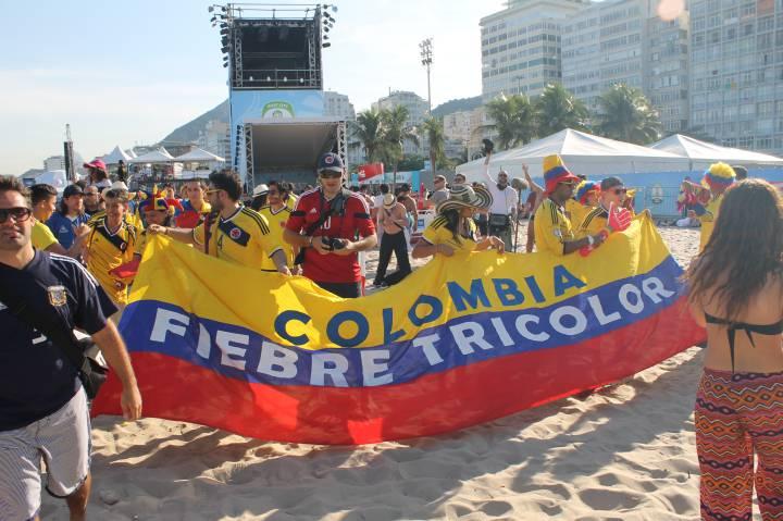 Colombianos celebraron triunfo ante Japón