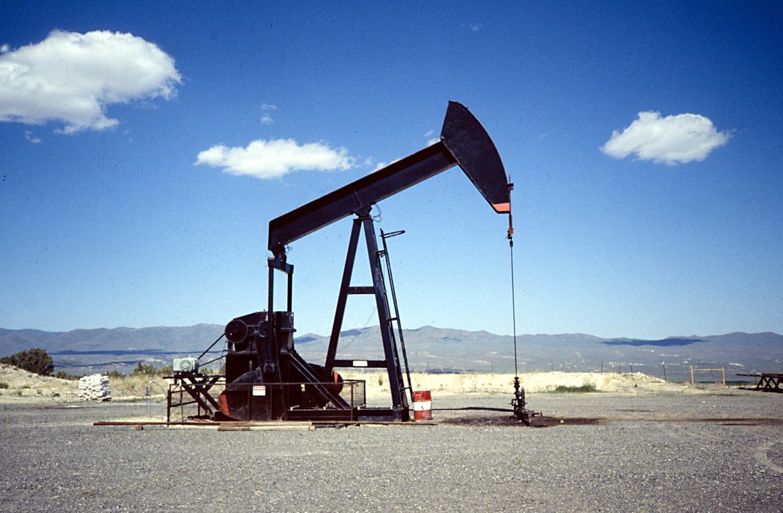Gobierno busca revertir caída del petróleo en el país