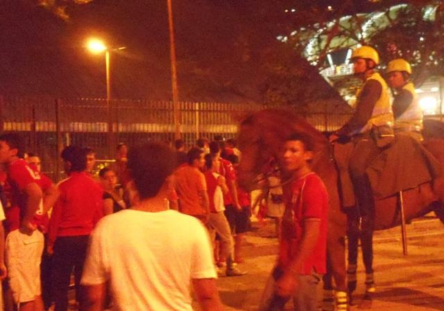 Siete hinchas heridos durante disturbios cerca al Pascual
