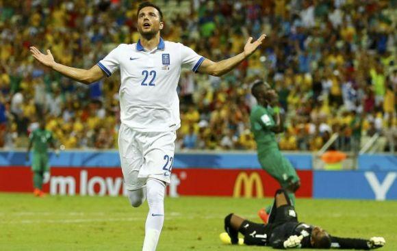 Grecia ganó 2-1 y clasifica a octavos de final