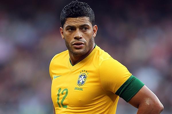 Hulk abandonó entrenamiento de Brasil por molestia muscular