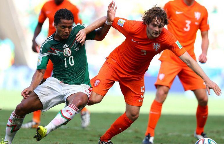 Holanda remontó a Méjico y se clasificó a cuartos de final