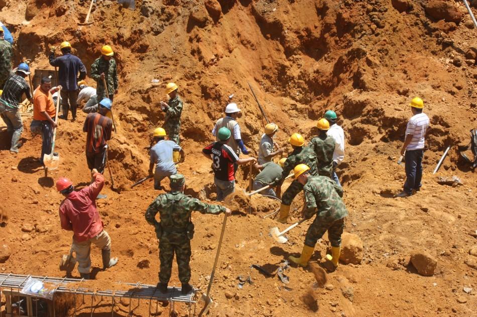 Accidente en mina ilegal de oro deja tres muertos