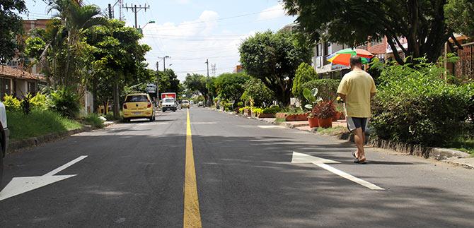 Alcalde de Cali entregó cinco kilómetros de vías reparadas
