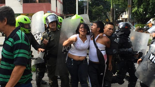 Desalojados del Jarillón protestaron hoy en la sede de la CVC