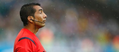 El árbitro colombiano Clavijo no estará más en el Mundial