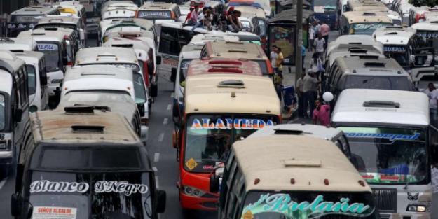 Continúa proceso de chatarrización de buses en Cali
